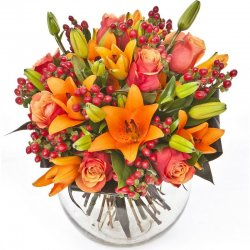 זר פרחי העונה בגוון כתום