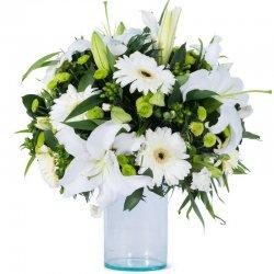 זר פרחים אלגנטי בלבן