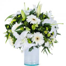 Flowers  זר פרחים לבן טהור