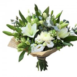 זר פרחים לבן חגיגי