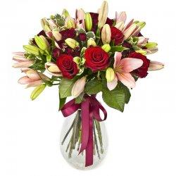 זר פרחים מהודר באדום ורוד
