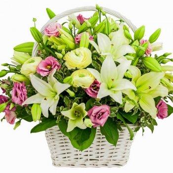סידור פרחים מרשים בסל