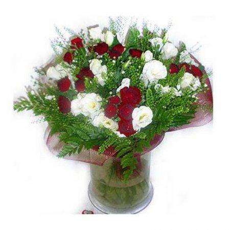 זר פרחים Red & White