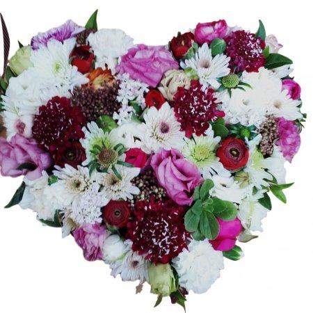 סידור פרחים בצורת לב
