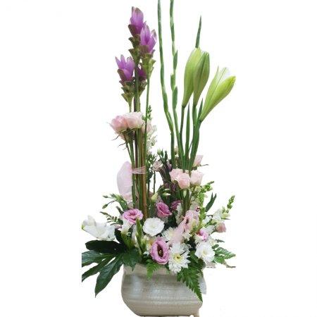 סידור פרחים סגול