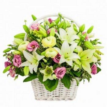 סידור סל של פרחים