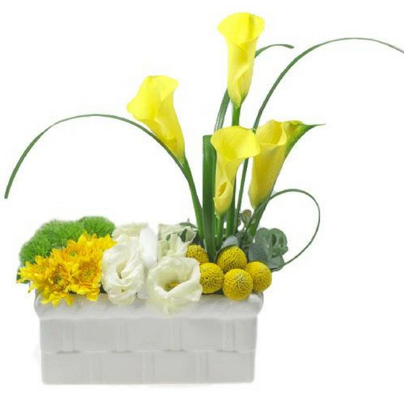 סידור פרחים צהוב לבן