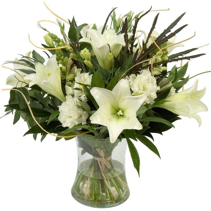 זר פרחים לבן טהור