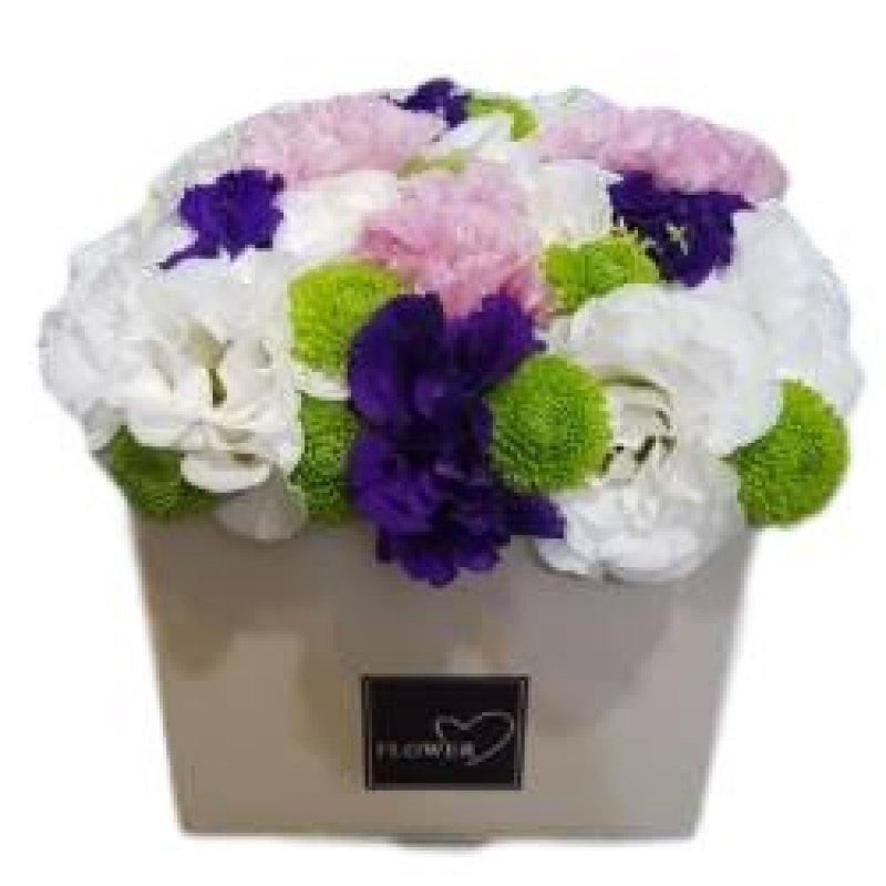 זר פרחים בקופסא - זר צפוף