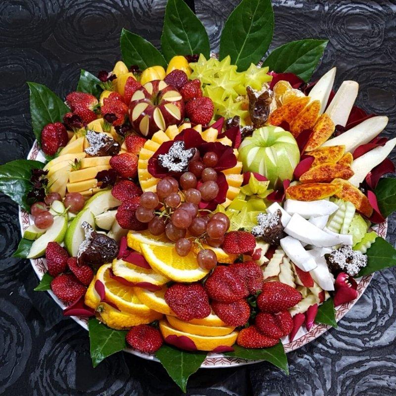 מגש פירות חתוכים להגשה לכל אירוע